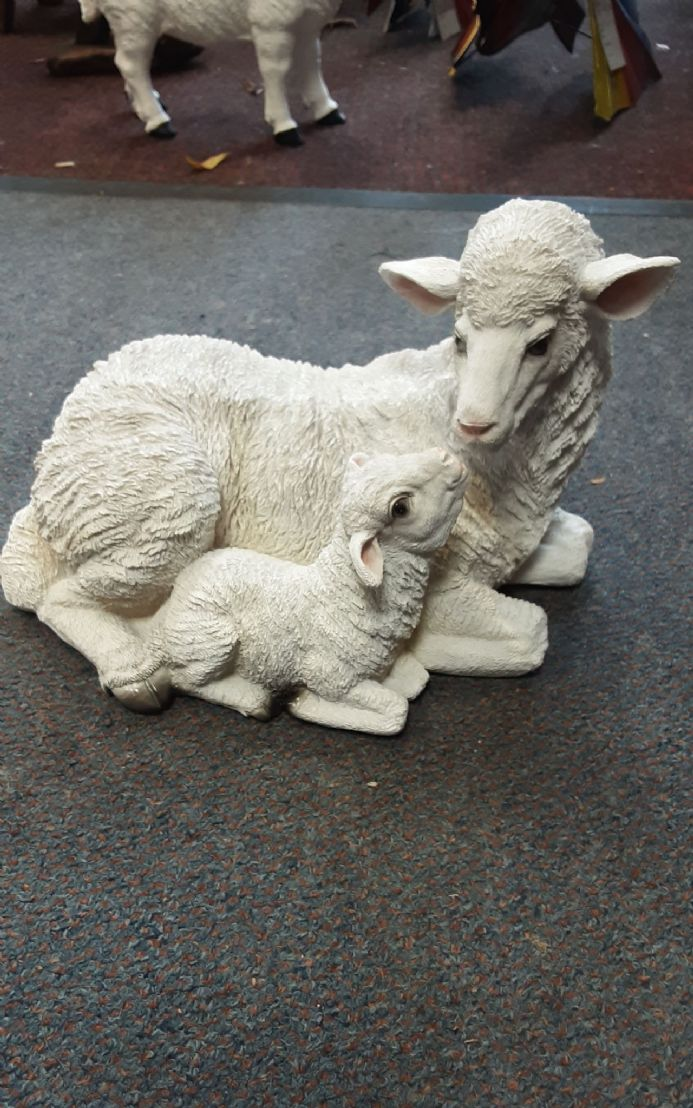 Resin sheep with lamb